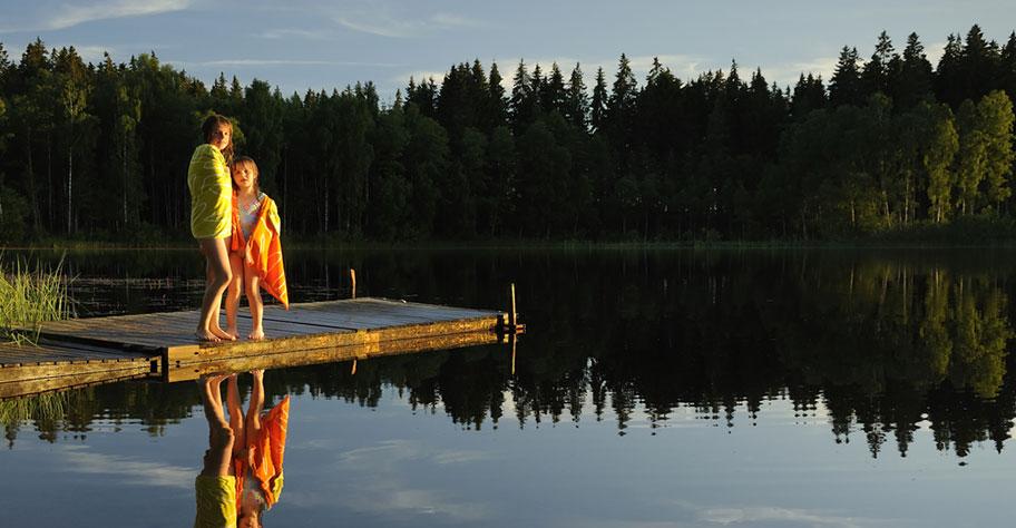 Skandinavien Reisen mit Kindern Schweden See Baden Strand